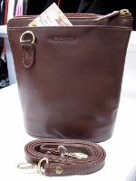 Scully Leather Handbag: Compact Traveler's Friend Caramel Brown